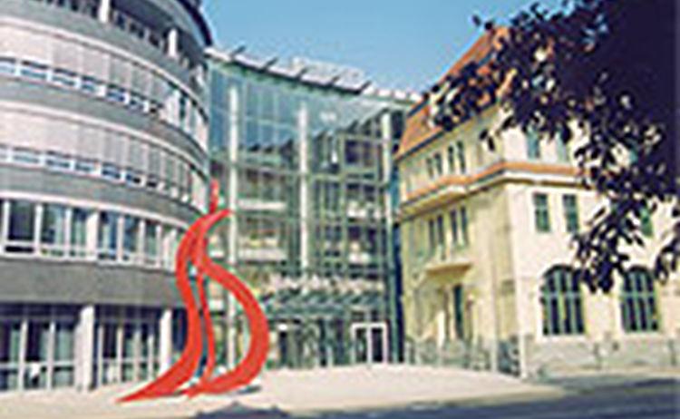 028 C2 Vorplatz Zms Skulptur Bi 013