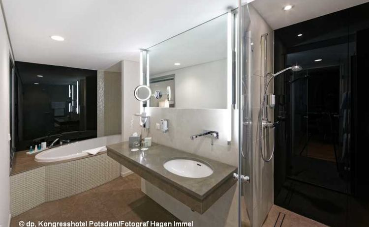 180813 Hukg Kp Deluxe Junior Suite Badezimmer Mit Badewanne 1 1